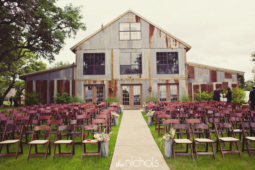 Rustic-ranch-wedding-decor-inspiration-1.full