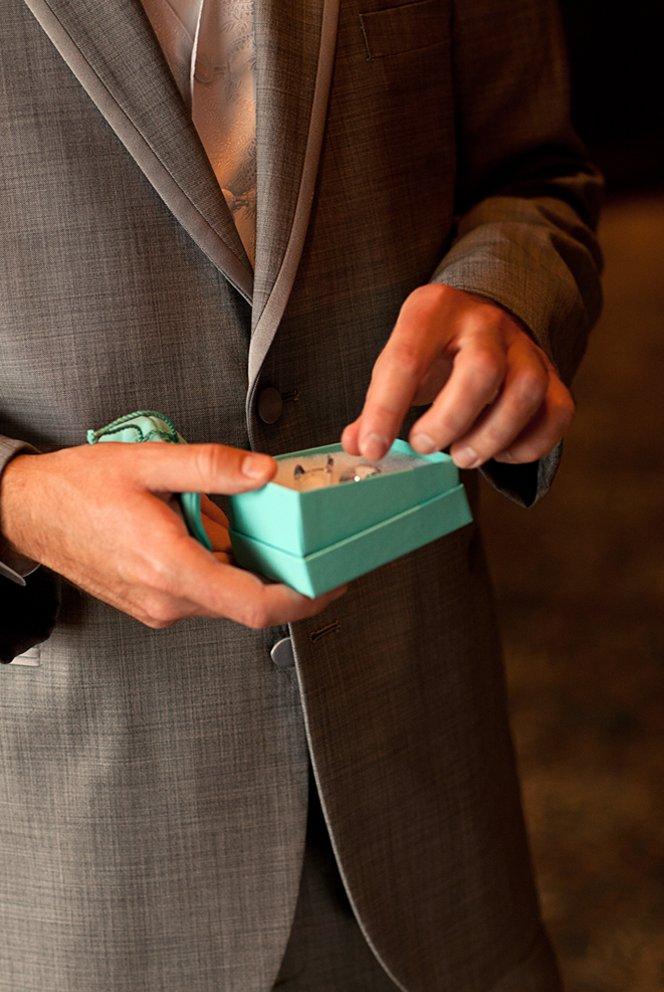 5-alternative-wedding-gifts-for-the-groom.full