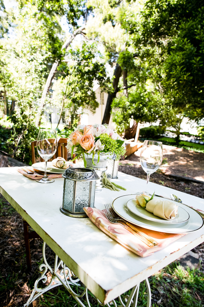 Romantic-outdoor-wedding-shoot-peach-roses-sweetheart-table.full