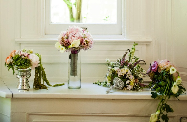 Romantic-mansion-wedding-with-vintage-inspired-bride-and-groom-romantic-bouquets.full