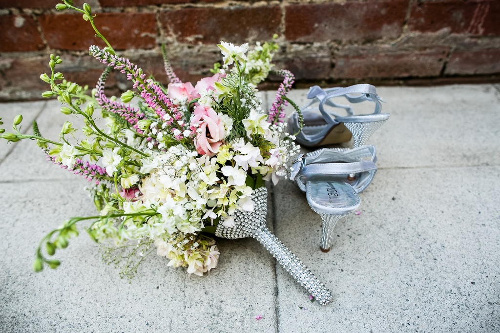 California-wedding-san-francisco-mansion-venue-elegant-bridal-inspiration-bouquet-shoes.full