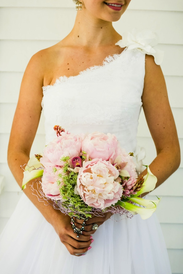 Romantic-mansion-wedding-with-vintage-inspired-bride-and-groom-peony-bouquet.full