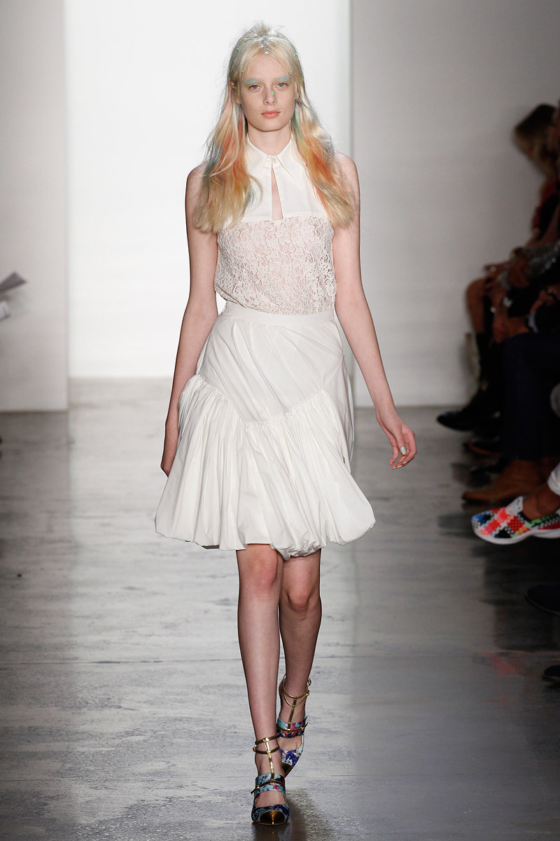 Catwalk-to-white-aisle-wedding-style-inspiration-for-brides-new-york-fashion-week-peter-som.full