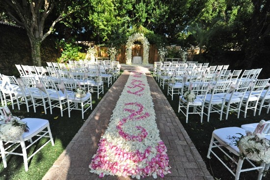 rose petal aisle runner for outdoor ceremonies unique wedding flower ideas 5