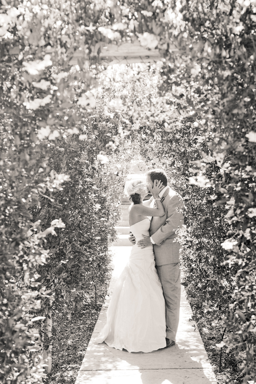 Romantic-black-white-wedding-photo-bride-and-groom-kiss.full