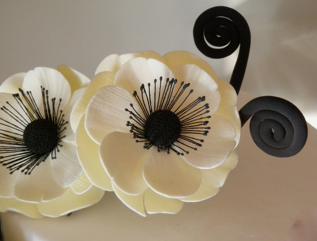 Cream-black-wedding-cake-topper-anemones.full