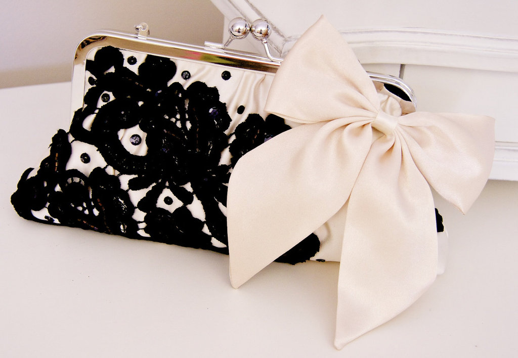 Buttercream-and-black-wedding-colors-elegant-weddings-chic-clutch.full