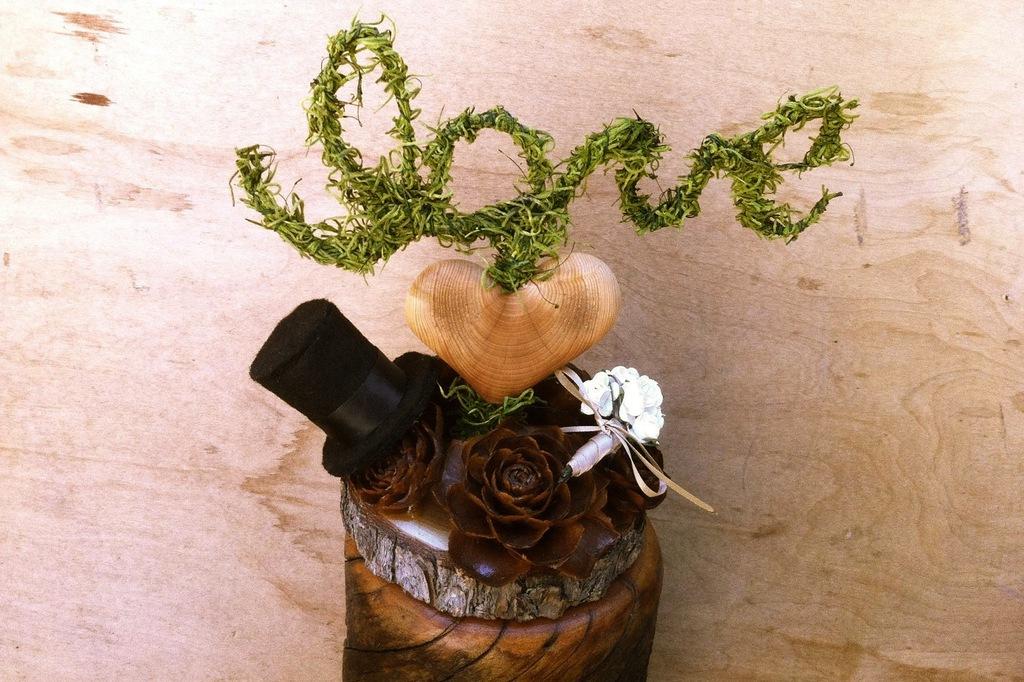 Handmade-wedding-finds-for-fall-weddings-rustic-cake-topper-3.full