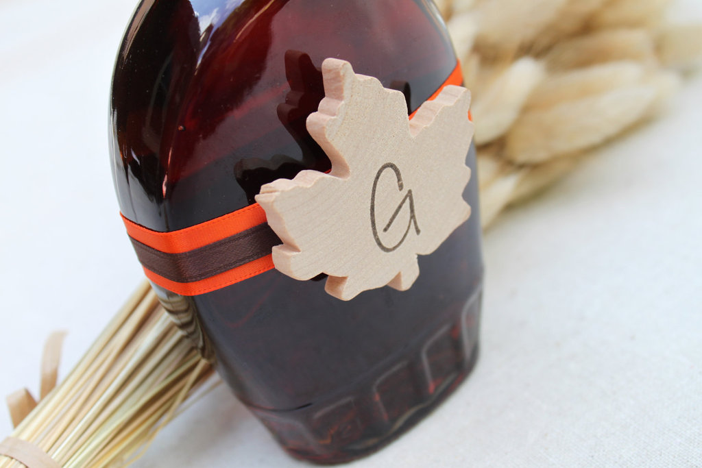 Handmade-wedding-finds-for-fall-weddings-maple-syrup-guest-favors.full