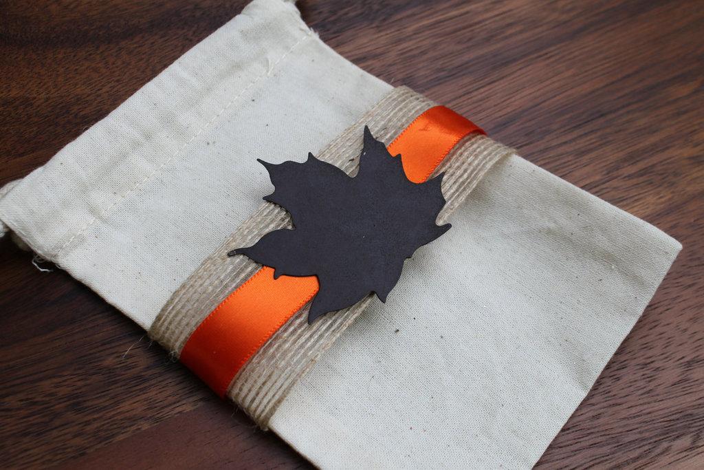 Handmade-wedding-finds-for-fall-weddings-favor-bag.full