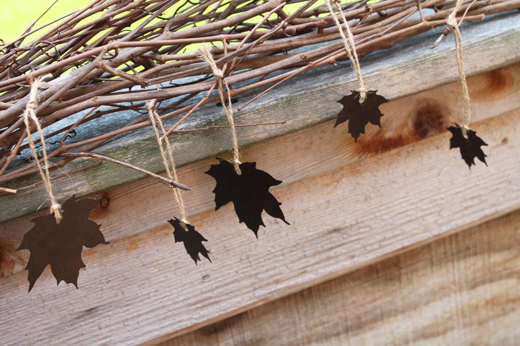 Handmade-wedding-finds-for-fall-weddings-rustic-garland.full