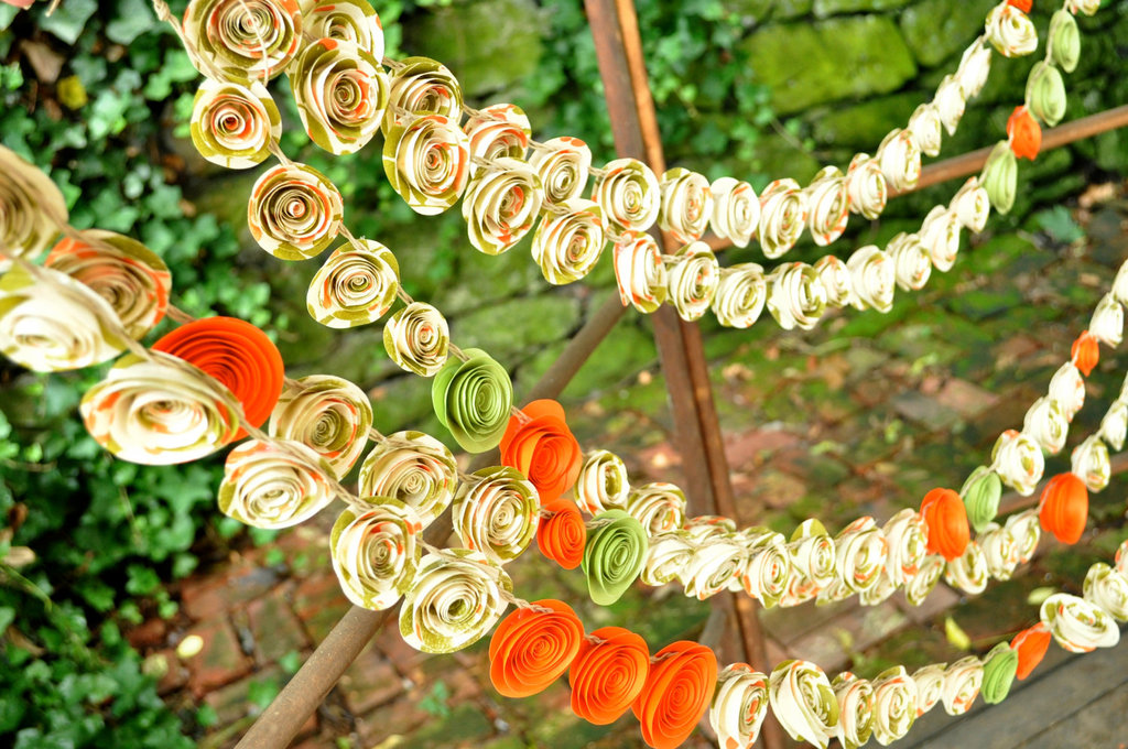 Handmade-wedding-finds-for-fall-weddings-paper-flower-garland.full