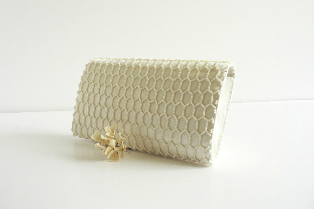 Something-old-wedding-accessories-for-brides-beaded-clutch-17.full