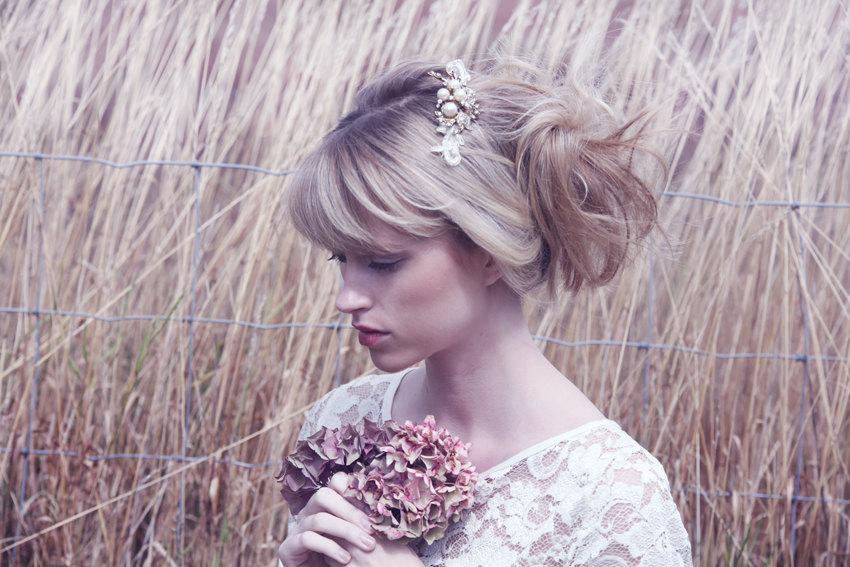 Elegant-bride-wedding-hair-accessory-gold-pearls.full