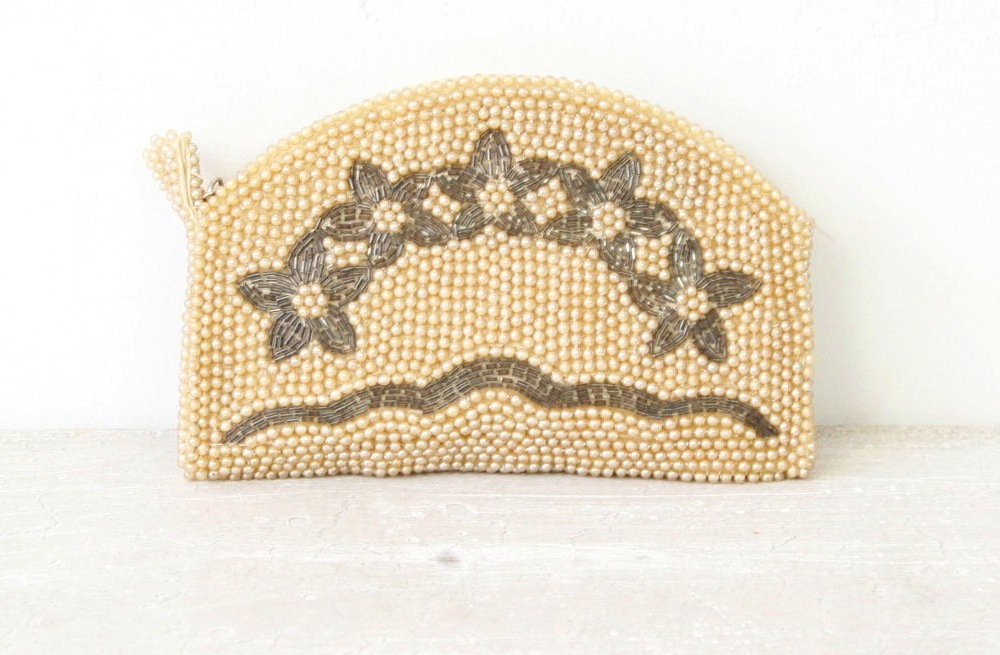Something-old-wedding-accessories-for-brides-beaded-clutch-2.full