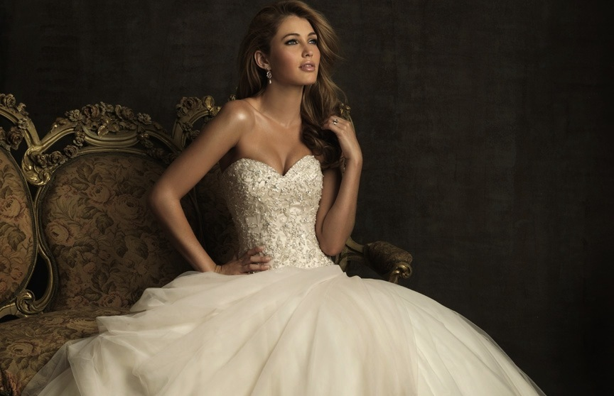 gorgeous 2013 wedding dress by Allure bridal gowns 8901