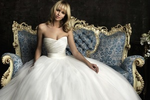 photo of gorgeous 2013 wedding dress by Allure bridal gowns 8957