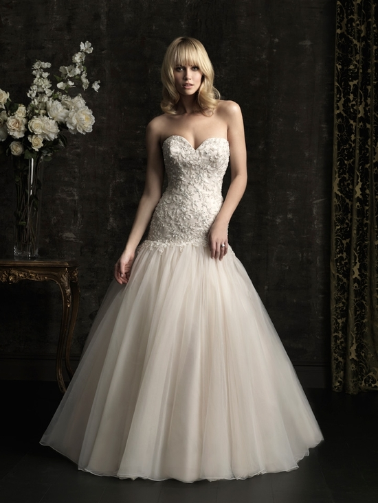 gorgeous 2013 wedding dress by Allure bridal gowns 4