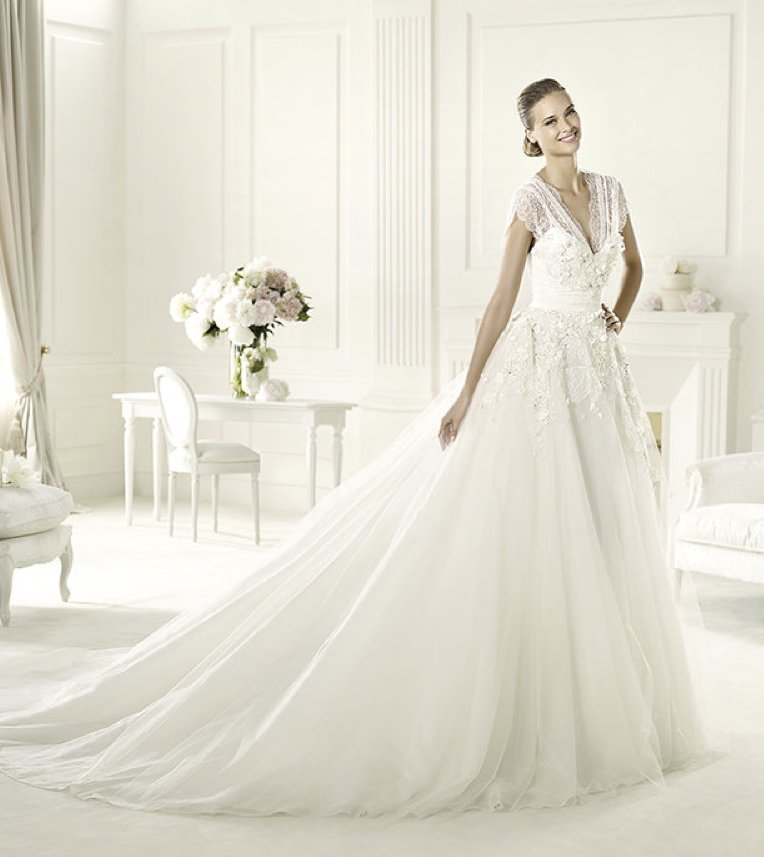 photo of 11 Gorgeous 2013 Wedding Gowns by Elie Saab