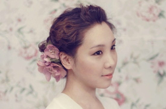romantic wedding color inspiration soft mauve from Etsy hair flower 2