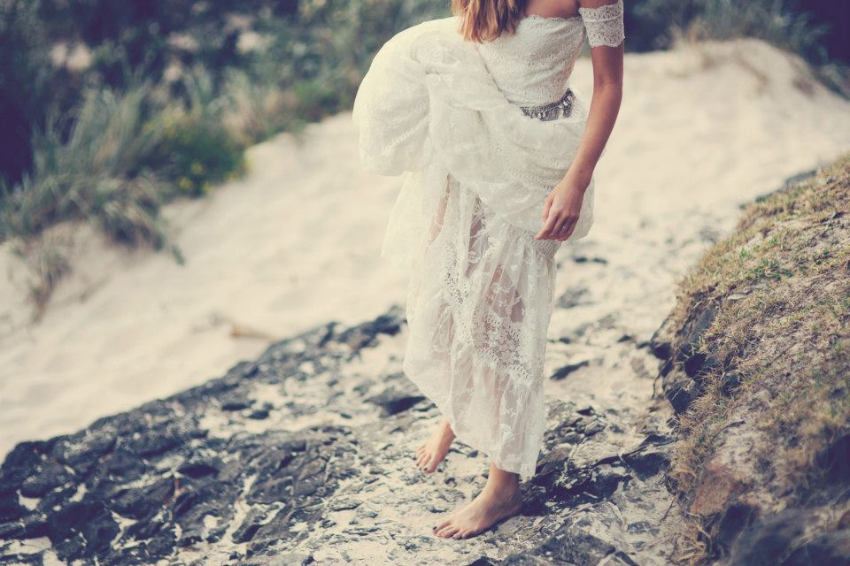 Bohemian-bride-at-a-beach-wedding-bridal-gown-beauty-inspiration-1.full