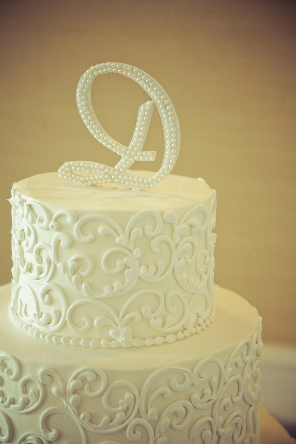 Charming-country-club-wedding-classic-cake.full