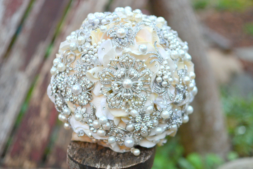 Pearl-wedding-accessories-handmade-etsy-wedding-finds-brooch-bouquet-3.full