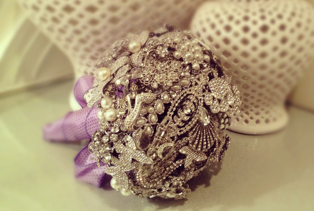 Pearl-wedding-accessories-handmade-etsy-wedding-finds-brooch-bouquet-2.full