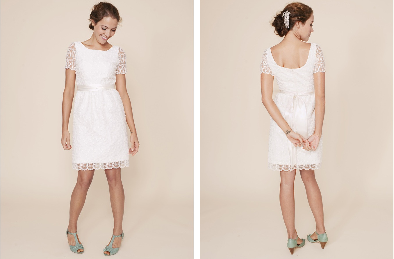 Simple Lace Bridal Dresses Viewing Gallery