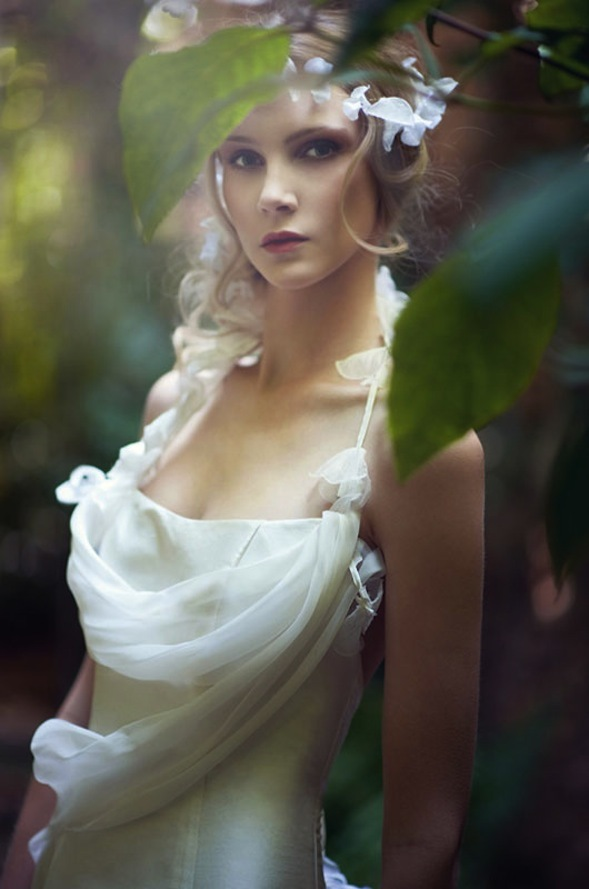 Bohemian-bridal-style-wedding-dress-by-marie-laporte.full