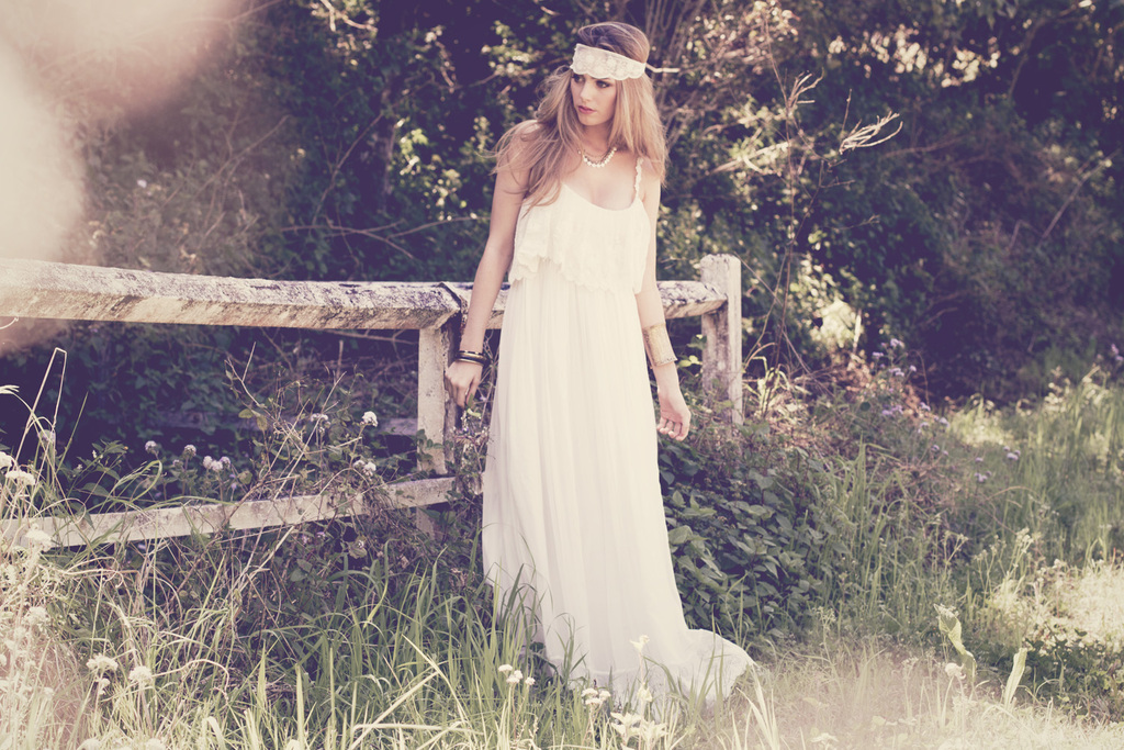Grace-loves-lace-wedding-dress-for-bohemian-brides-1.full