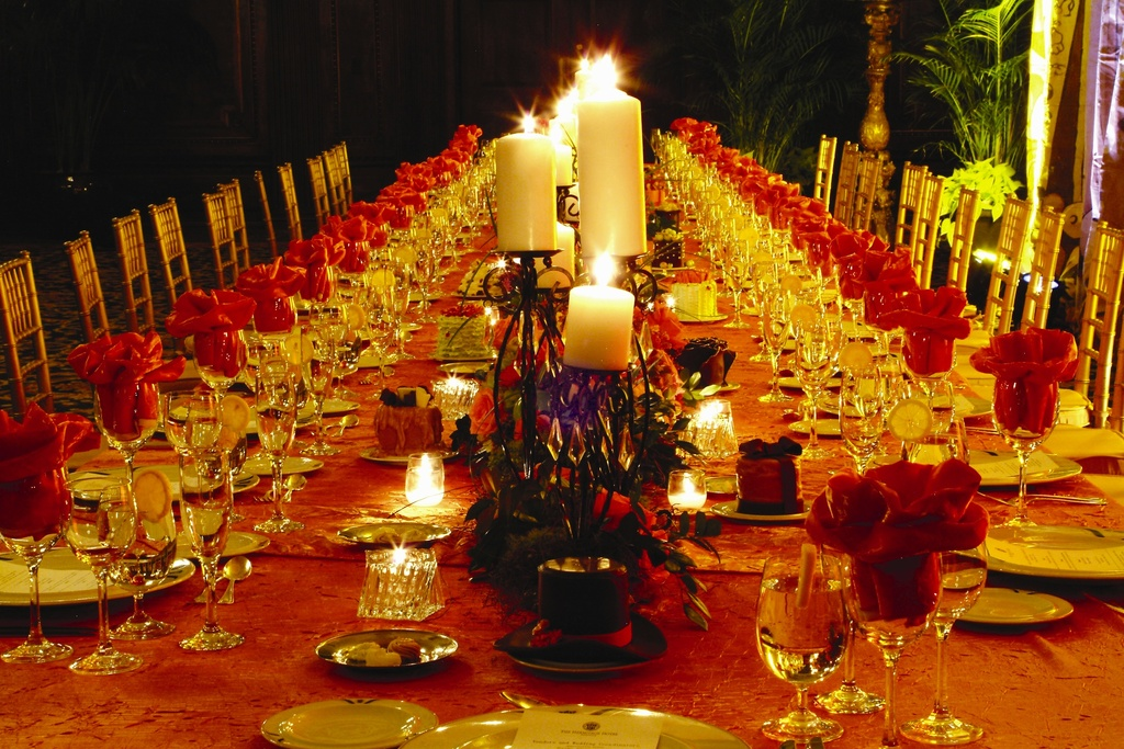 Wedding-details-reception-decor-inspiration-by-jerri-woolworth-red-gold-tablescape.full