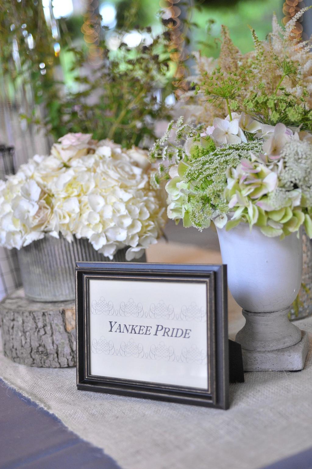 Elegant-romantic-wedding-themed-tables.full