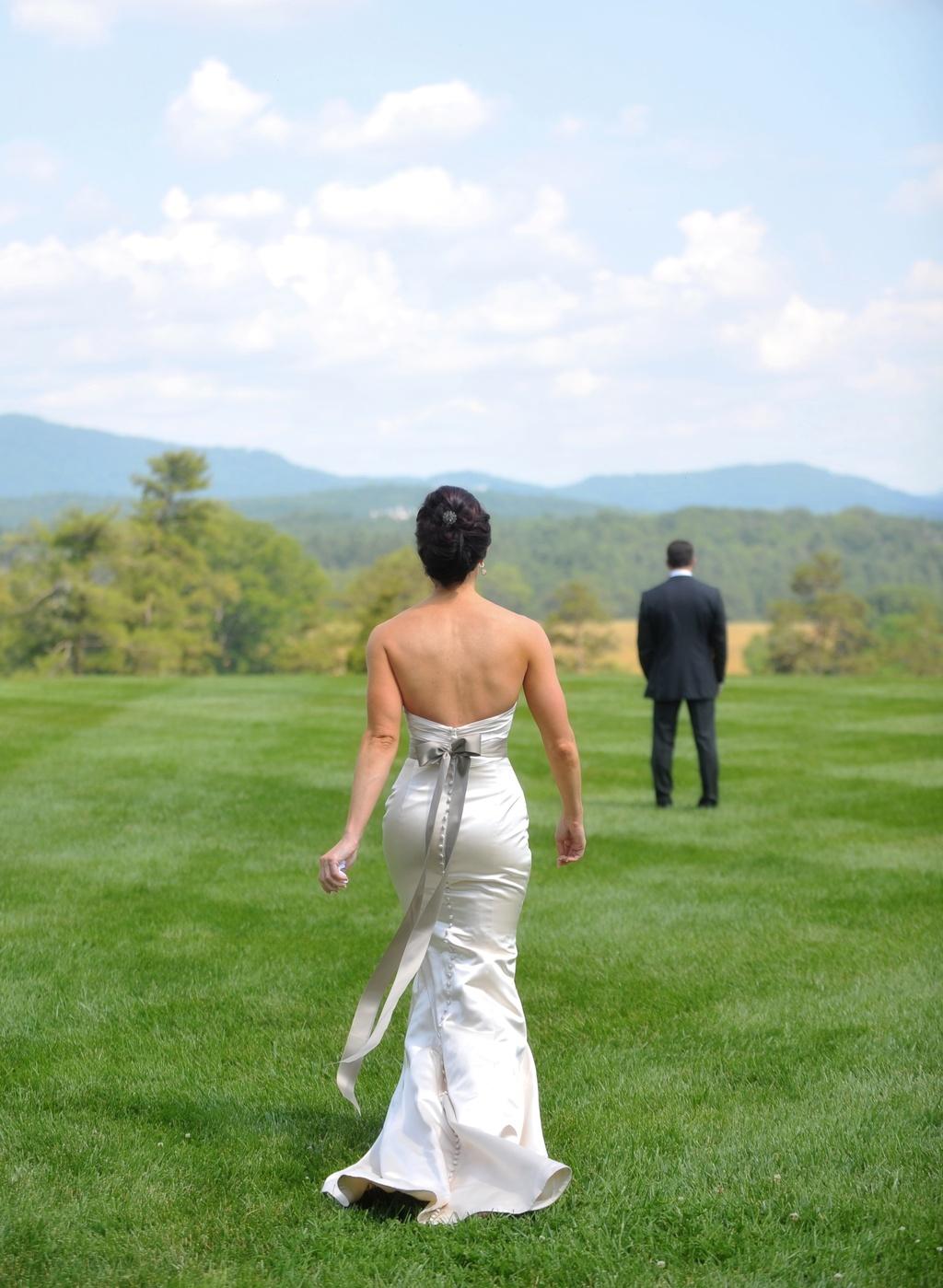 Elegant-real-wedding-north-carolina-estate-venue-first-look.full