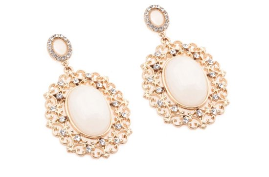 statement wedding jewelry for glam brides 2