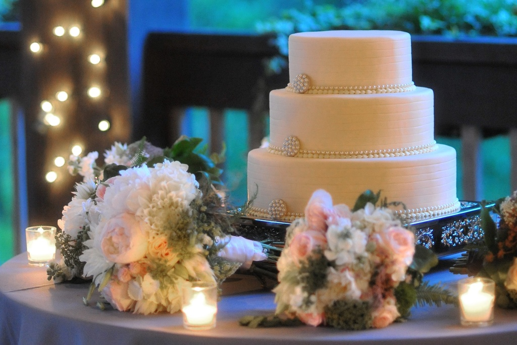 elegant real wedding North Carolina wedding photographers classic cake