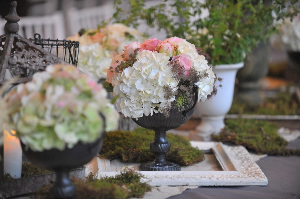 Elegant-real-wedding-north-carolina-wedding-photographers-romantic-centerpieces.full