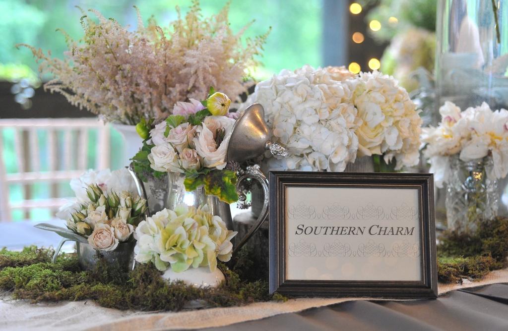 Elegant-real-wedding-north-carolina-wedding-photographers-romantic-flowers-tablescape.full
