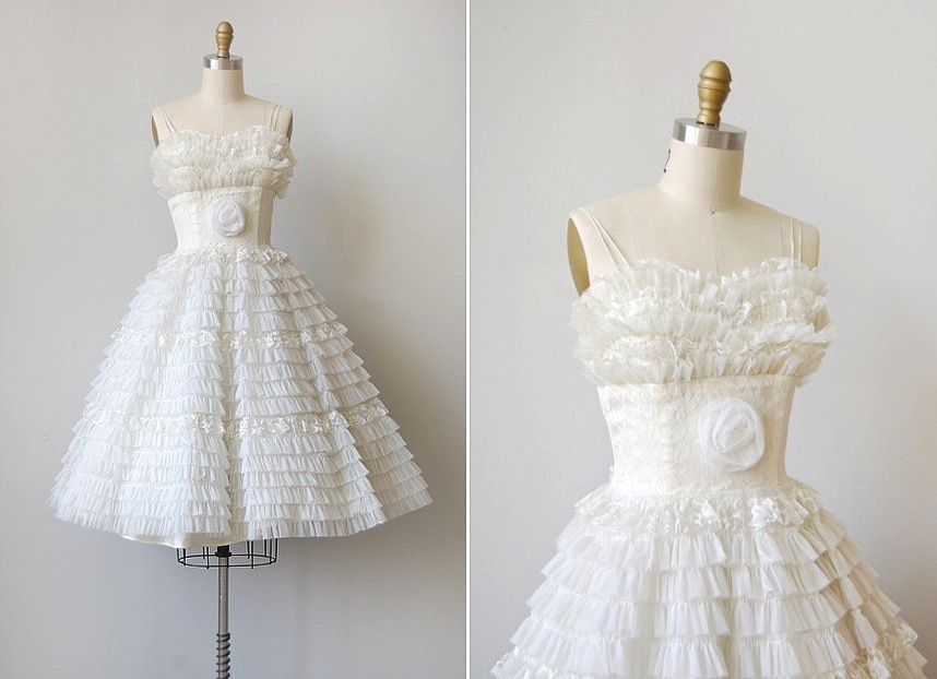 Vintage-wedding-dress-bridal-gown-inspiration-from-etsy-lwd.full