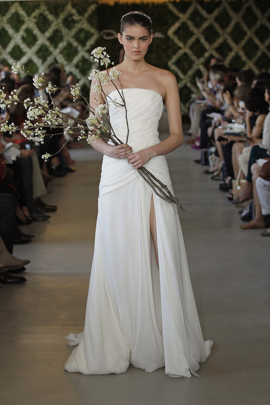 Shirred-wedding-dresses-oscar-de-la-renta-2013-bridal-gown.full