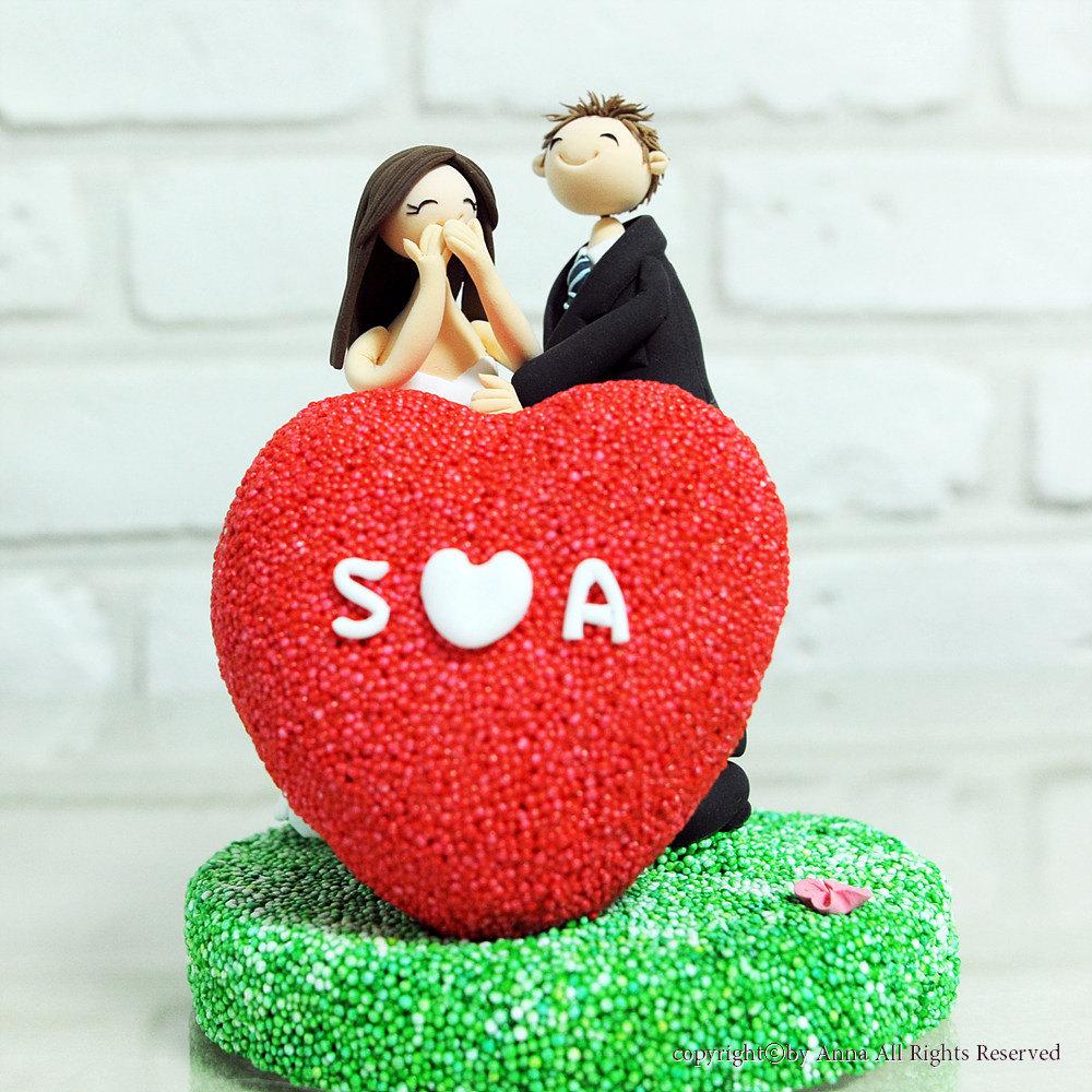 Adorable-wedding-cake-topper-heart-with-monogram.full