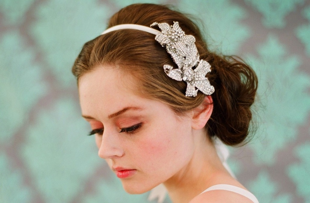Chic-bridal-headbands-unique-wedding-hair-accessories-3.full