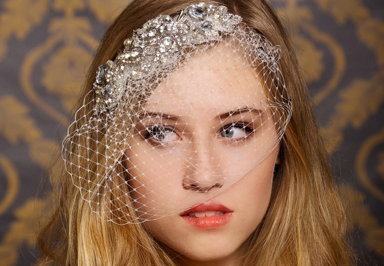 Chic Bridal Headbands Unique Wedding Hair Accessories Attached Birdcage Veil | OneWed.com