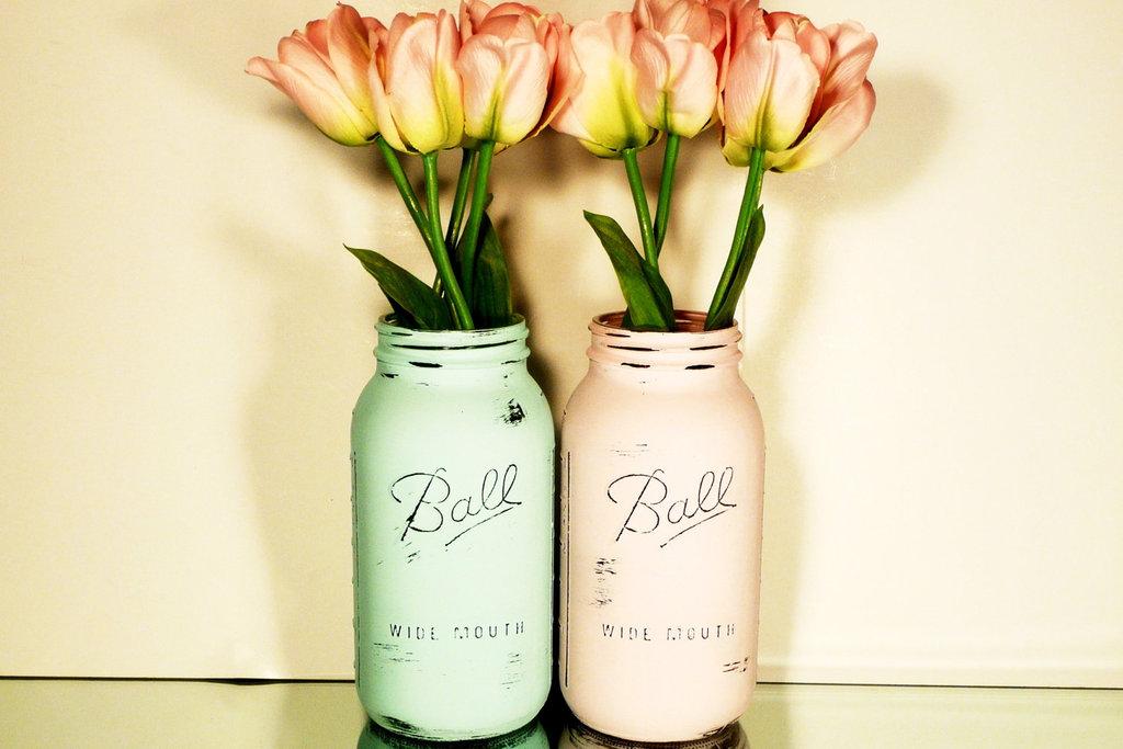 Peaches-and-cream-wedding-color-palette-romantic-weddings-painted-mason-jars-2.full