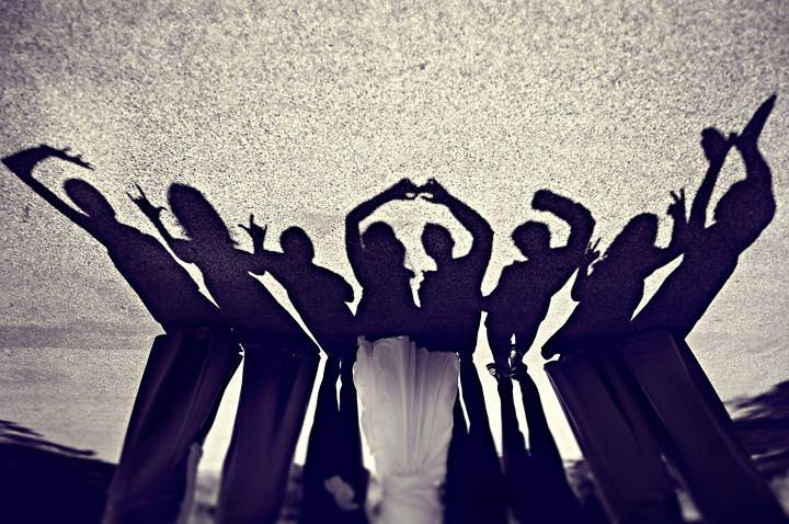 Priceless-wedding-photos-fun-with-shadows.full