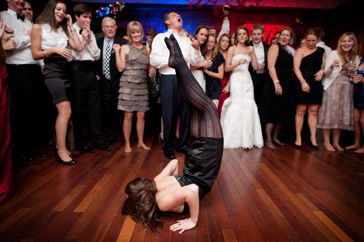 Priceless-wedding-photos-dance-floor-shenanigans.full
