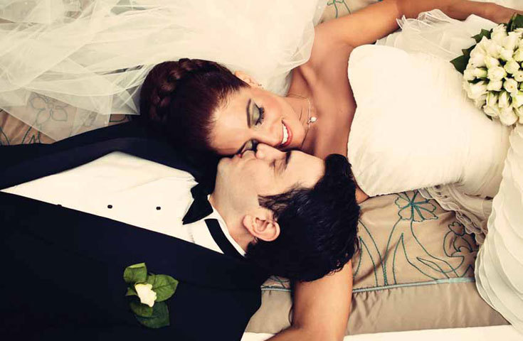 Priceless-wedding-photos-bride-and-groom-intimate-moment.full