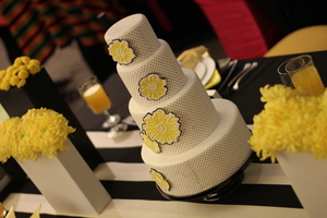 photo of creative wedding themes inspired by art Roy Lichtenstein retro weddings cake
