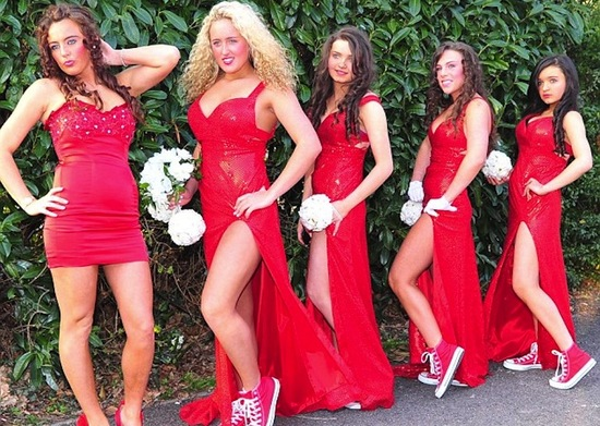 bad bridesmaid style ugly bridal party photos wedding fun trashy red