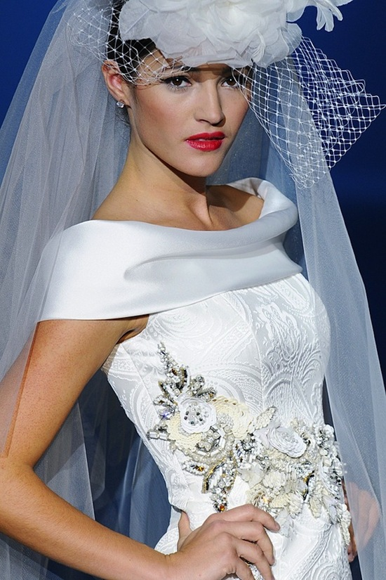 photo of Spanish Bridal Couture Splashes Down